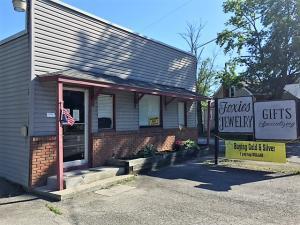 商用 为 销售 在 4944 Walnut 4944 Walnut Buckeye Lake, 俄亥俄州 43008 美国