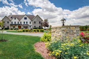 独户住宅 为 销售 在 3548 Darby Knolls Hilliard, 俄亥俄州 43026 美国