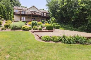 512 Grand Ridge Drive, Howard, OH 43028