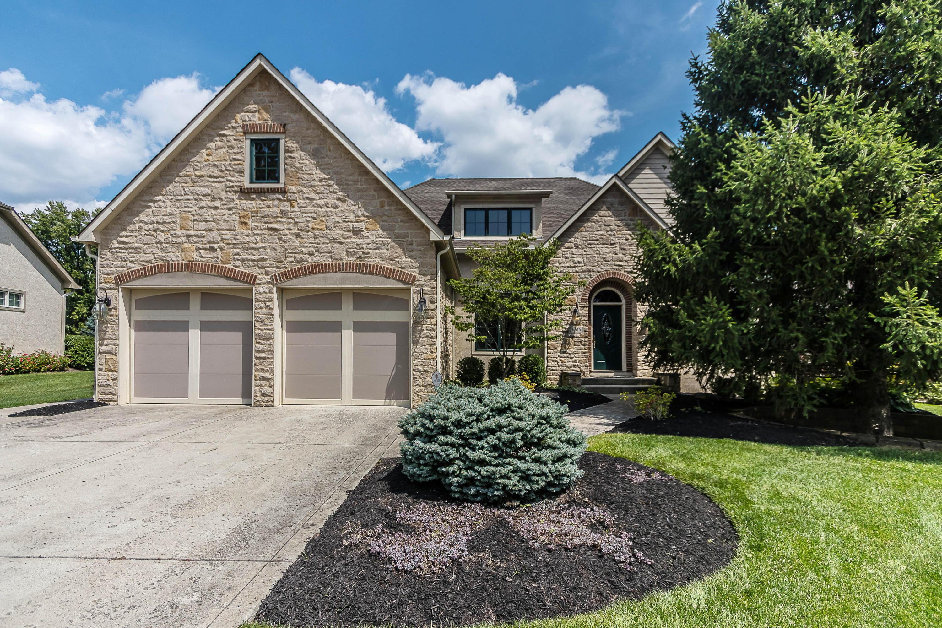 Photo of home for sale at 6616 McBurney Place, Worthington OH
