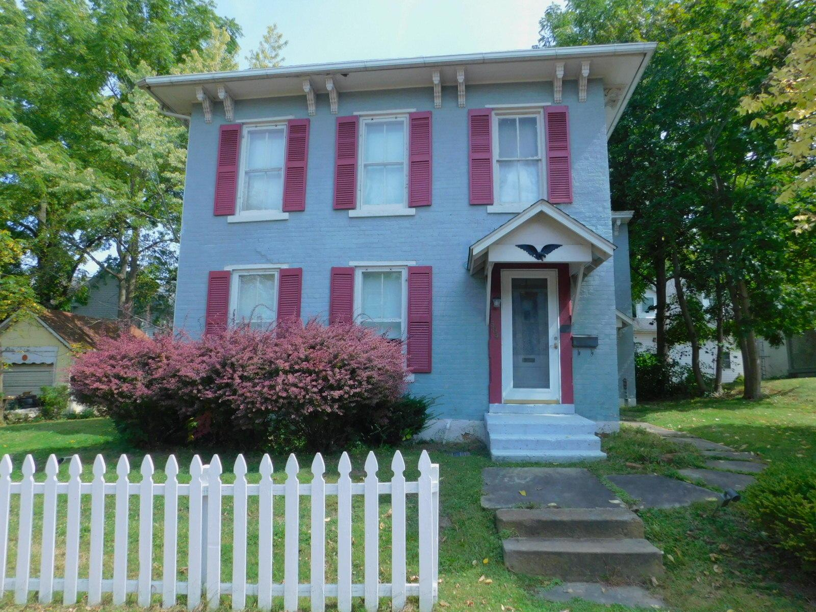 Photo of home for sale at 304 Mulberry Street N, Mount Vernon OH