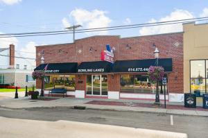 Comercial por un Venta en 3940 Broadway 3940 Broadway Grove City, Ohio 43123 Estados Unidos
