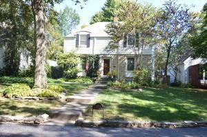 独户住宅 为 销售 在 1062 Grandview 1062 Grandview Grandview Heights, 俄亥俄州 43212 美国