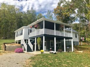 Single Family Home for Sale at 1568 Glass Rock 1568 Glass Rock Glenford, Ohio 43739 United States