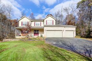Single Family Home for Sale at 172 Timber Creek 172 Timber Creek Alexandria, Ohio 43001 United States