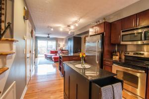 共管式独立产权公寓 为 销售 在 835 McClain 835 McClain Grandview Heights, 俄亥俄州 43212 美国