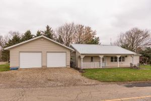 Single Family Home for Sale at 20294 Knox Lake 20294 Knox Lake Fredericktown, Ohio 43019 United States