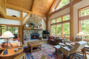 独户住宅 为 销售 在 910 Kato 910 Kato Hide Away Hills, 俄亥俄州 43107 美国