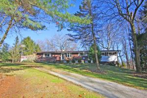 Casa Unifamiliar por un Venta en 8486 Burtnett 8486 Burtnett Gambier, Ohio 43022 Estados Unidos