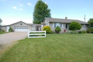 独户住宅 为 销售 在 10456 Rankin 10456 Rankin Glenford, 俄亥俄州 43739 美国