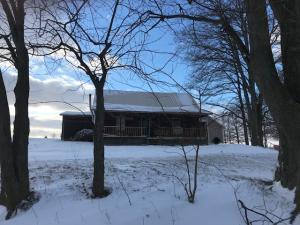Casa Unifamiliar por un Venta en 26081 Armstrong 26081 Armstrong Laurelville, Ohio 43135 Estados Unidos