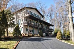 独户住宅 为 销售 在 141 Ridge Heights 141 Ridge Heights Howard, 俄亥俄州 43028 美国