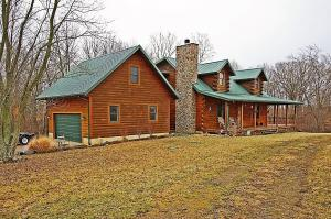独户住宅 为 销售 在 25488 Armstrong 25488 Armstrong Laurelville, 俄亥俄州 43135 美国