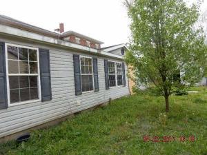 独户住宅 为 销售 在 167 Adams 167 Adams Corning, 俄亥俄州 43730 美国