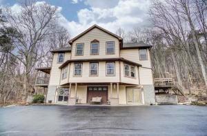 独户住宅 为 销售 在 21382 State Route 180 21382 State Route 180 Laurelville, 俄亥俄州 43135 美国