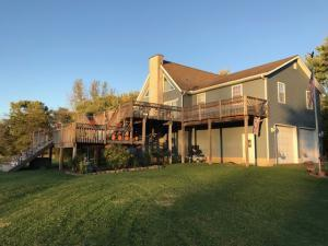 独户住宅 为 销售 在 3220 Lakeside 3220 Lakeside Millersport, 俄亥俄州 43046 美国