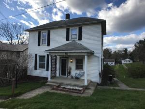 独户住宅 为 销售 在 170 Main 170 Main Corning, 俄亥俄州 43730 美国