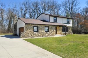 独户住宅 为 销售 在 2406 Granada 2406 Granada Galloway, 俄亥俄州 43119 美国