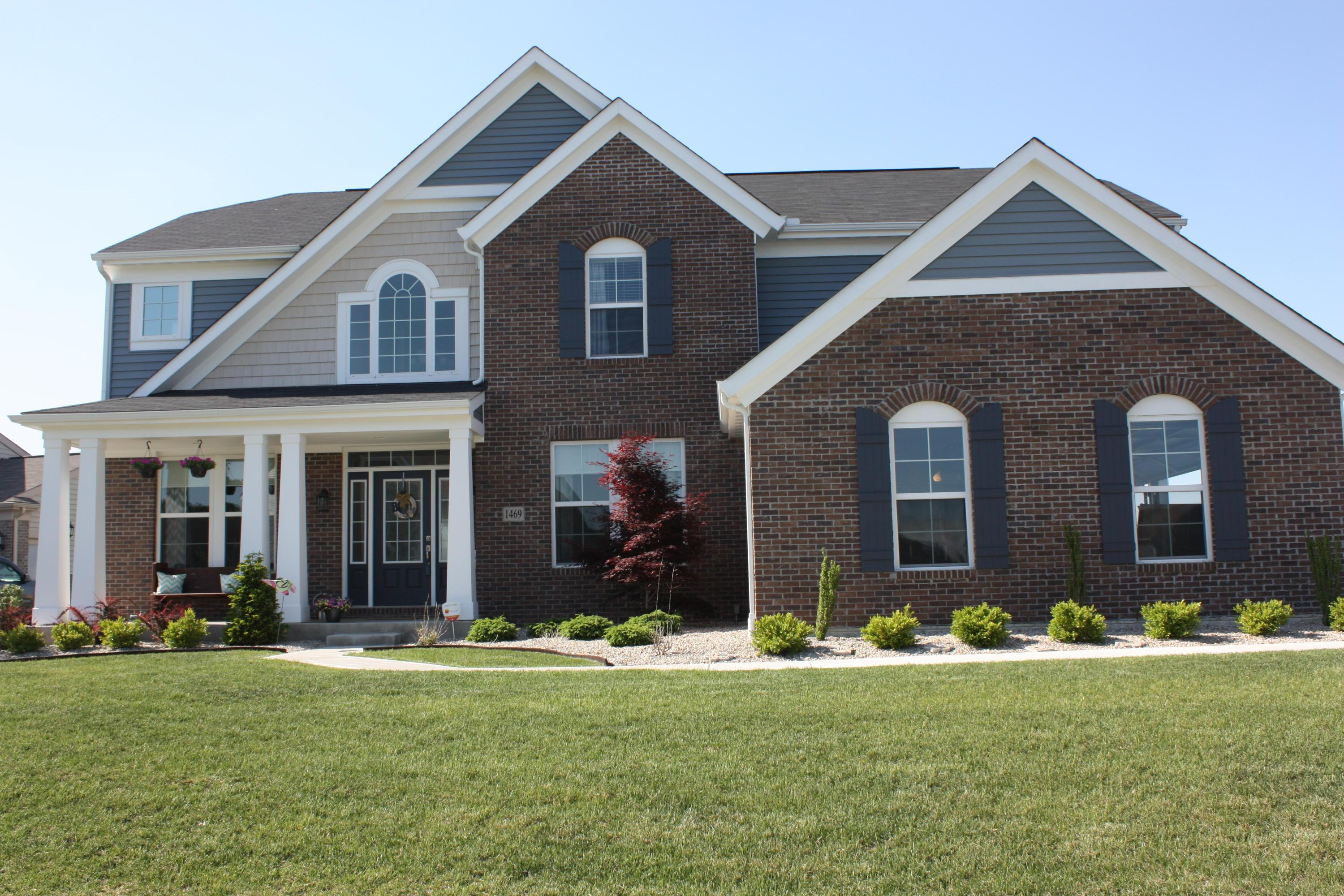 Photo of home for sale at 1469 Adena Pointe Drive, Marysville OH
