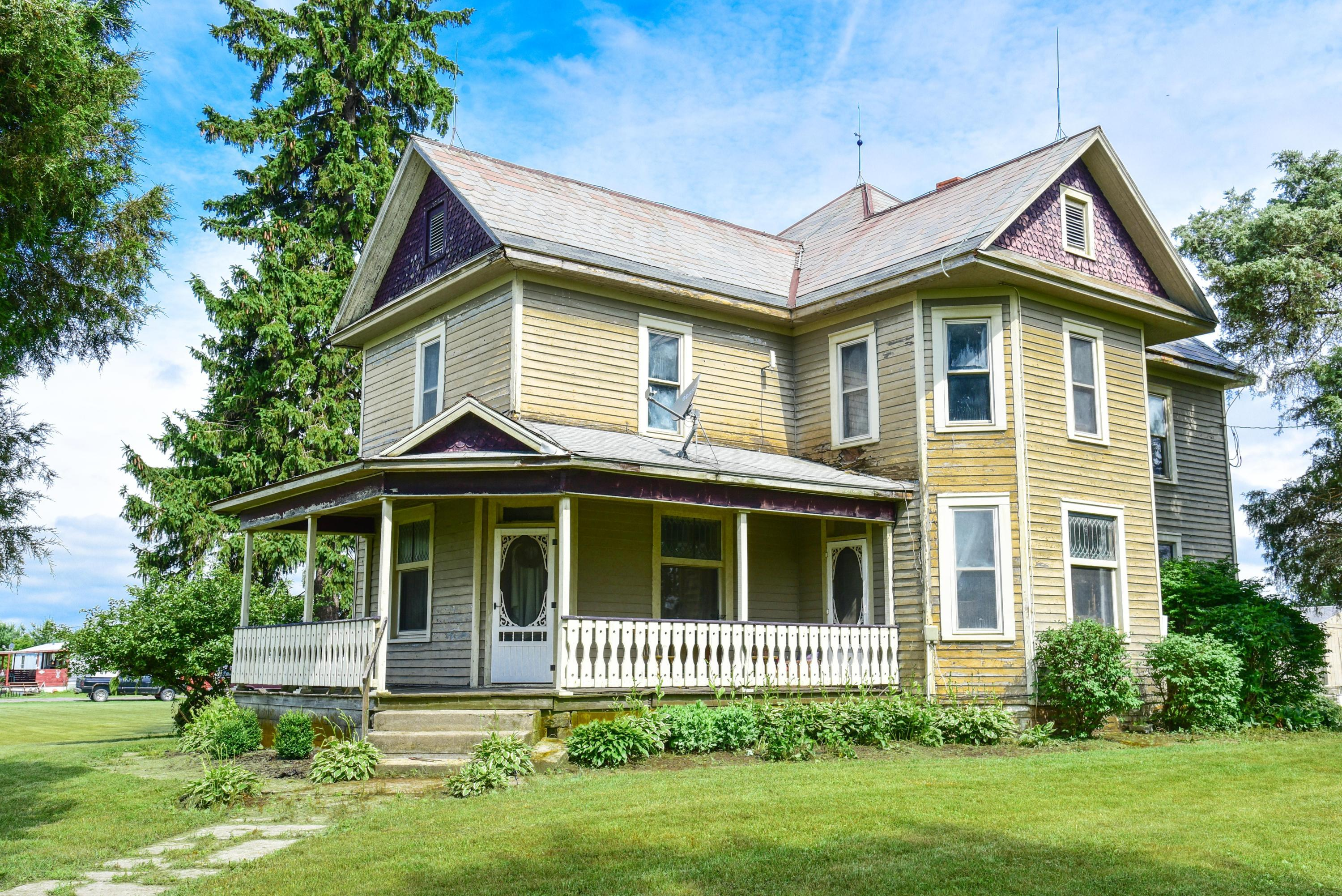 Photo of home for sale at 2459 County Road 59, Edison OH