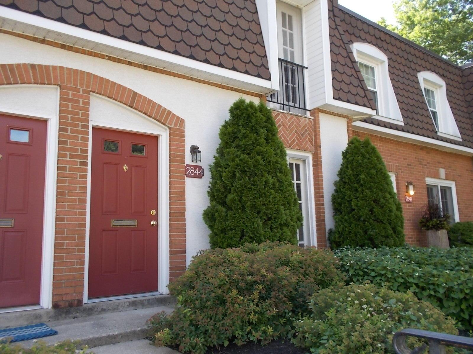 Photo of home for sale at 2844 Chateau Circle S, Columbus OH