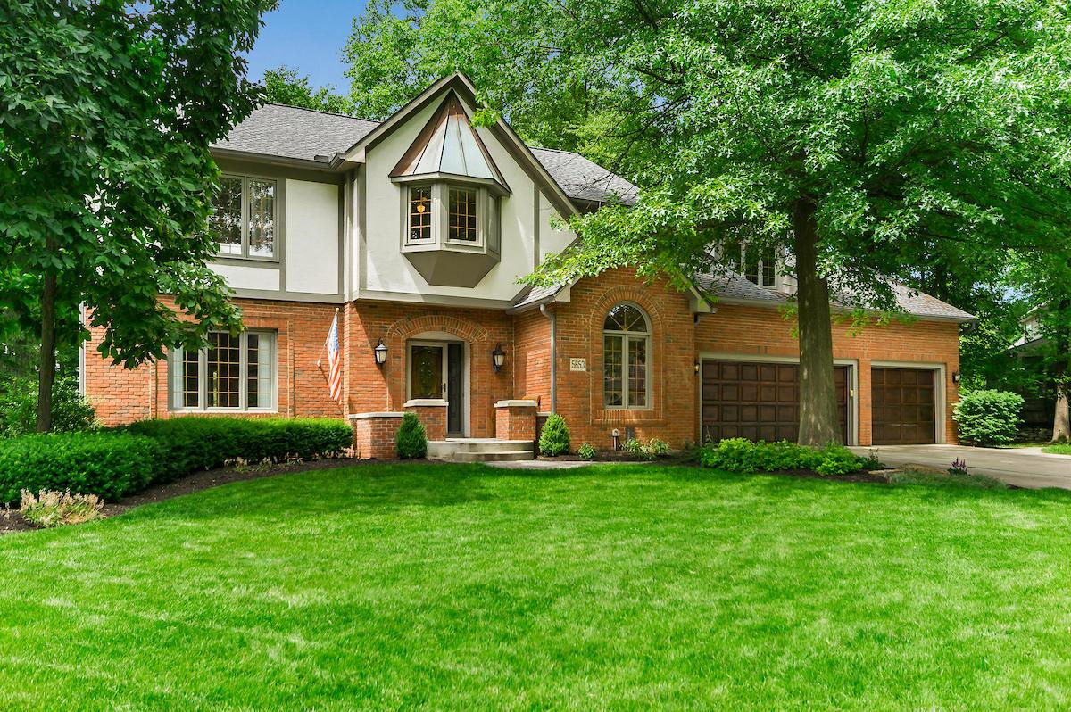 Photo of home for sale at 5653 Morlich Square, Dublin OH