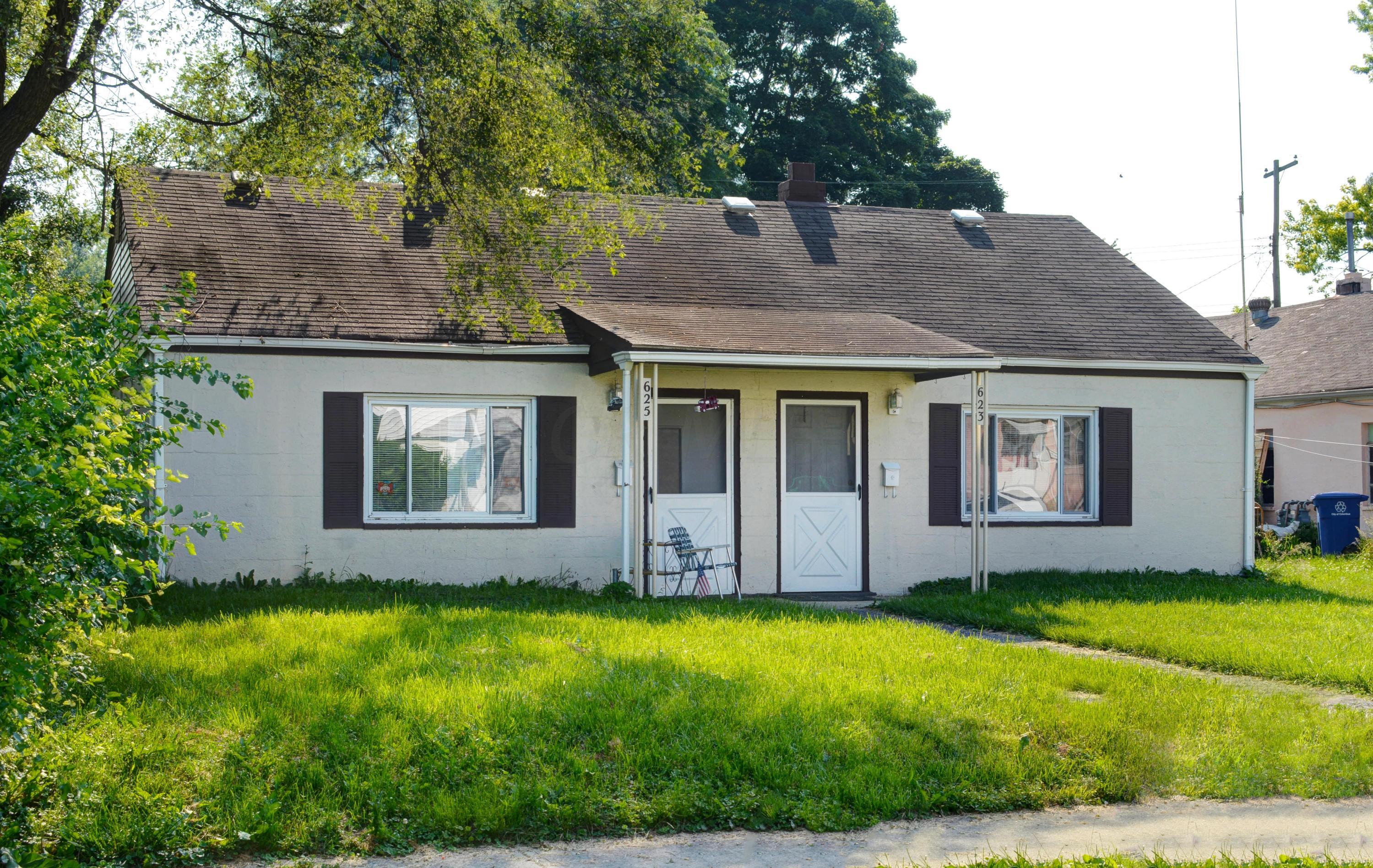 Photo of home for sale at 623-625 Wheatland Avenue S, Columbus OH