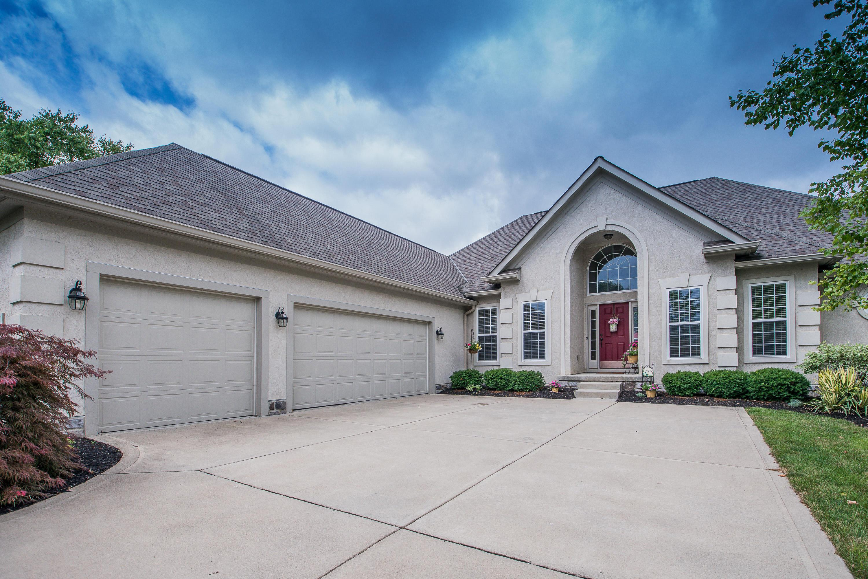 Photo of home for sale at 6061 Baronscourt Way, Dublin OH