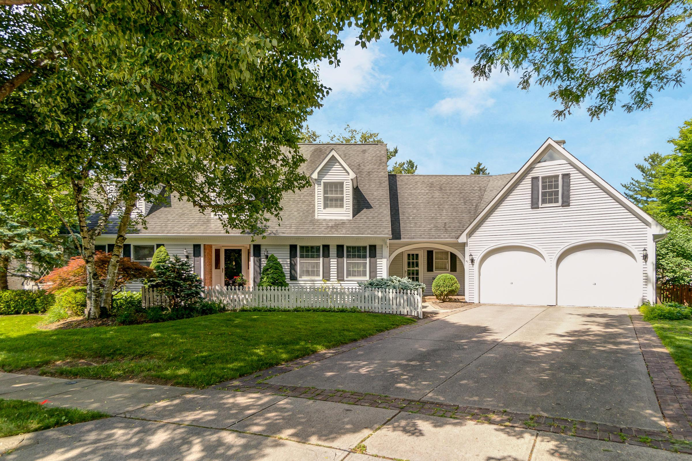 Photo of home for sale at 2273 Picket Post Lane, Upper Arlington OH