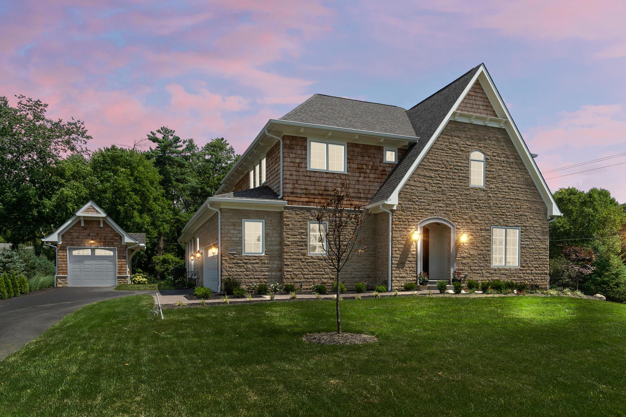 Photo of home for sale at 4532 Hull Farm Lane, Upper Arlington OH