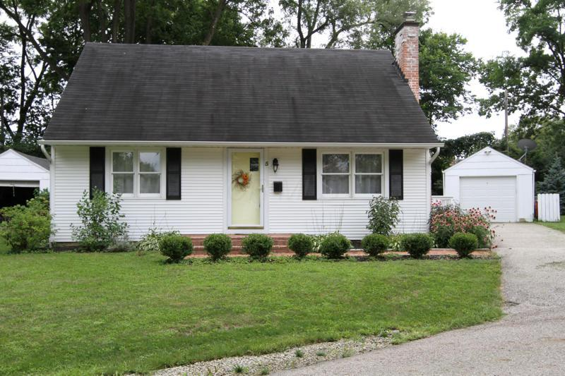 Photo of home for sale at 5 Hartford Court, Worthington OH