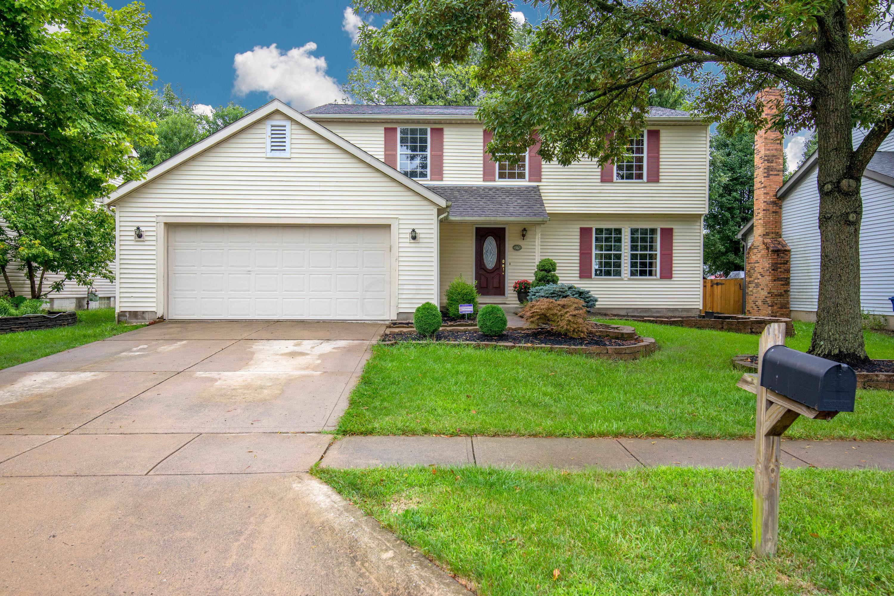 Photo of home for sale at 2776 Carifa Drive, Hilliard OH