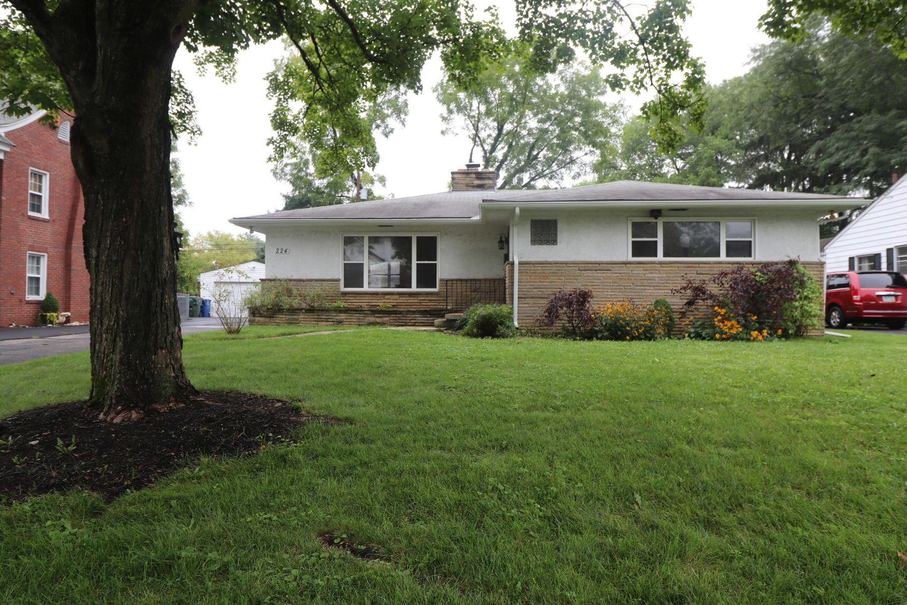 Photo of home for sale at 224 Chesterfield Road S, Columbus OH