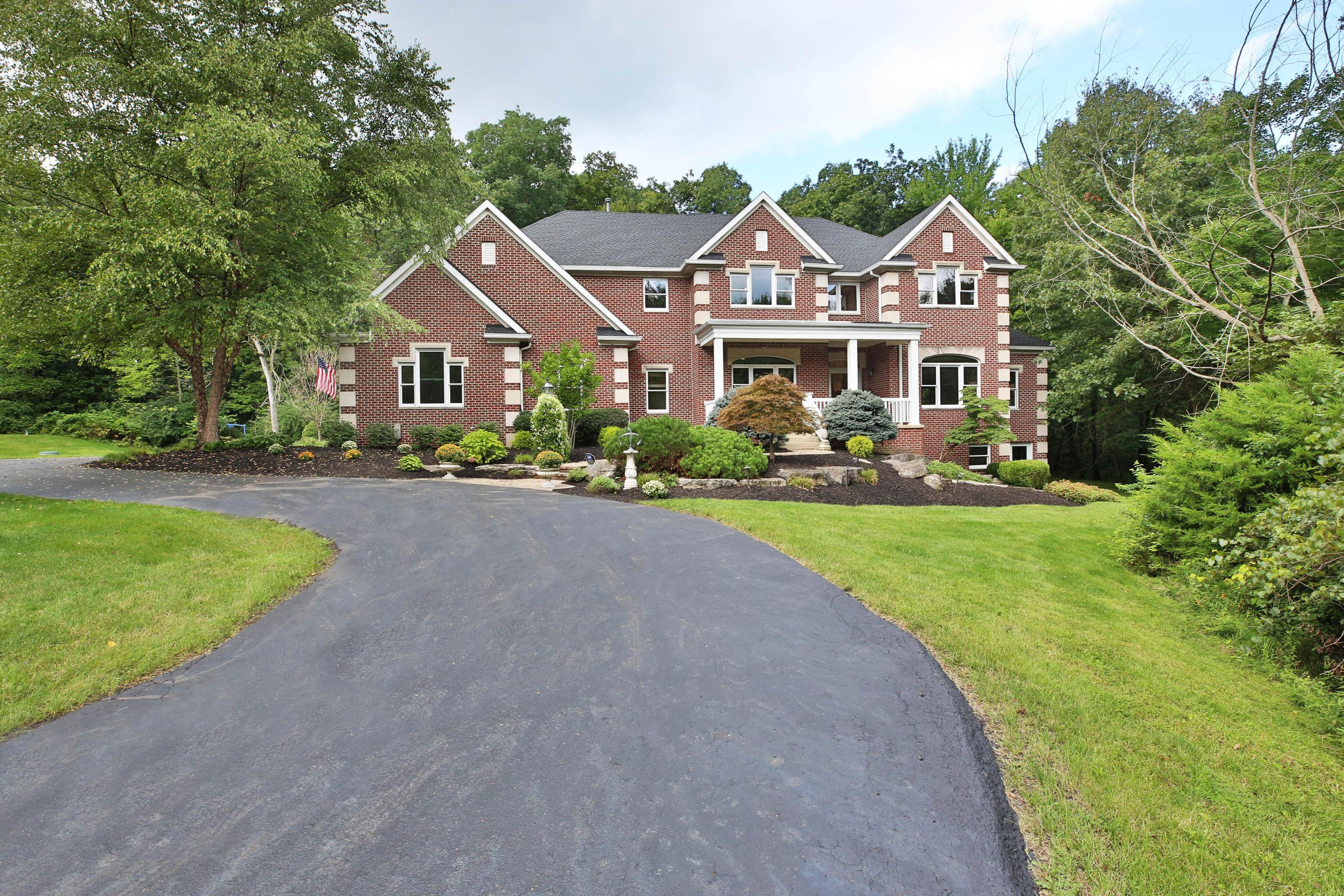 Photo of home for sale at 7696 Silver Lake Court, Westerville OH