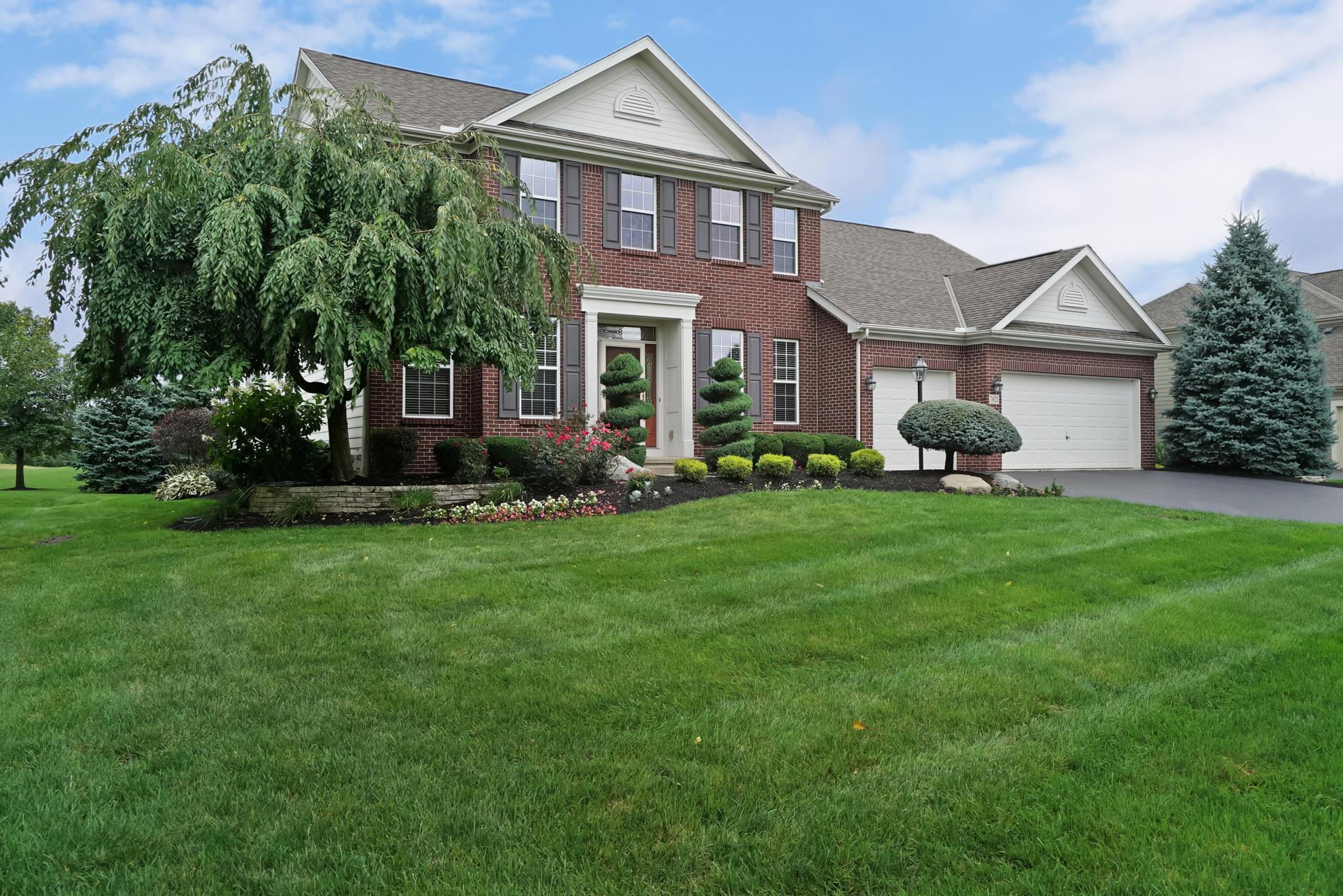 Photo of home for sale at 7621 Polo Lane, Powell OH
