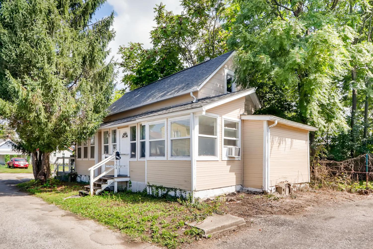 Photo of home for sale at 504 Clinton Street, Columbus OH