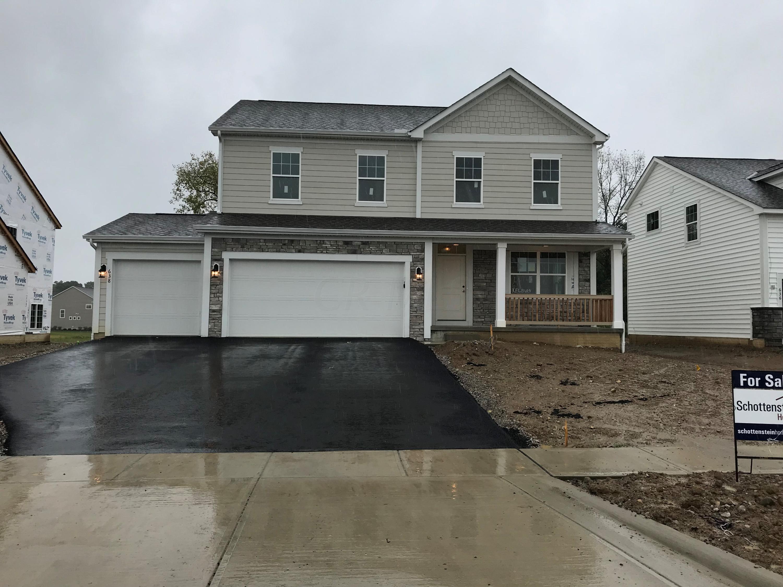Photo of home for sale at 638 Kelburn Lane, Pickerington OH