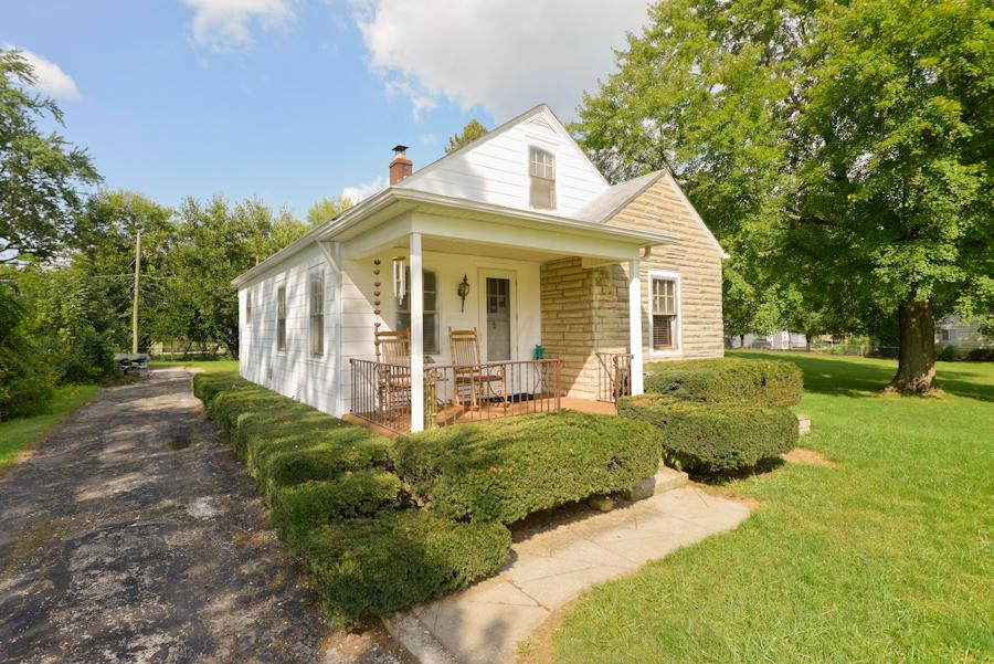 Photo of home for sale at 2506 Chester Road, Columbus OH