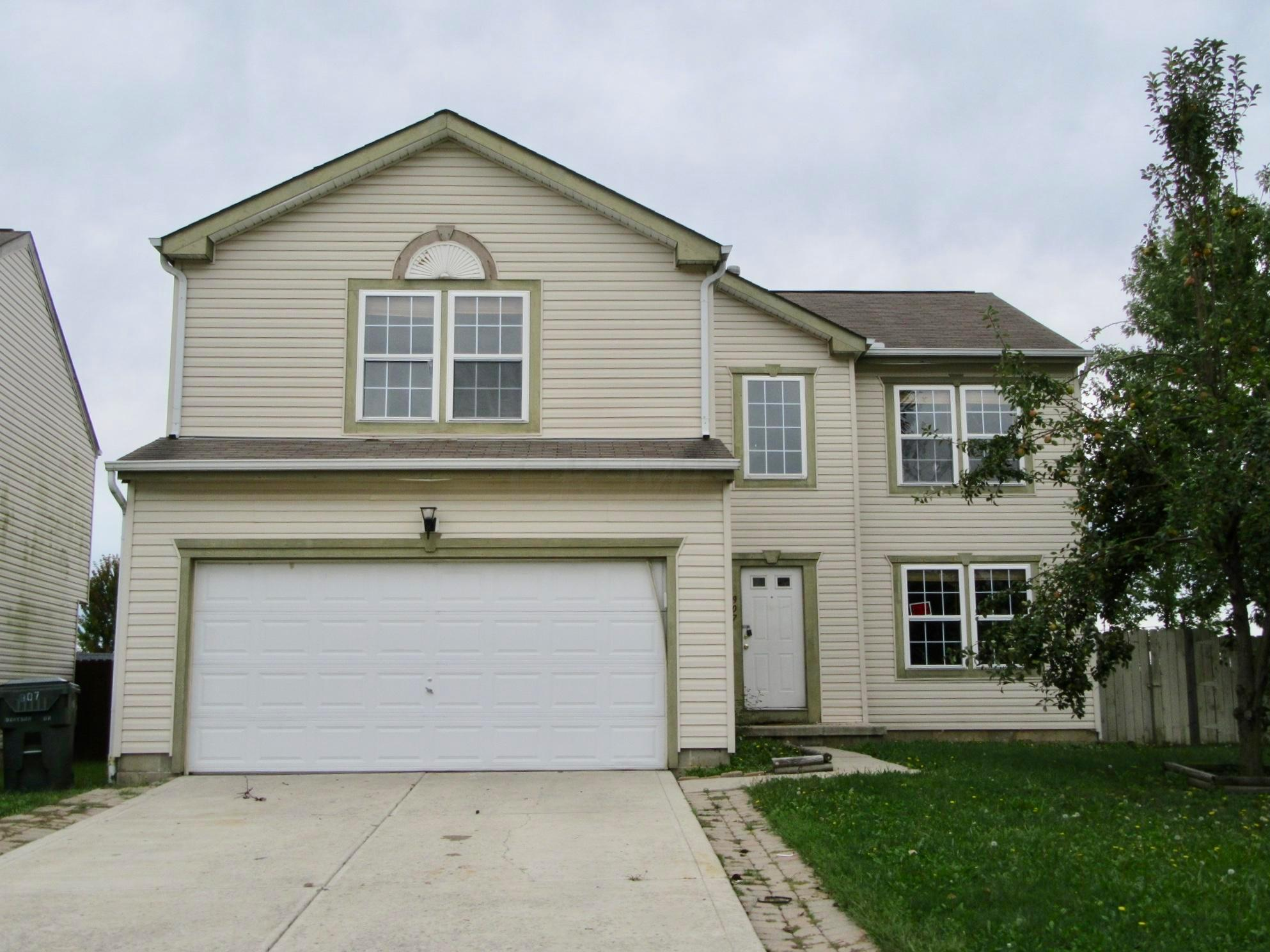 Photo of home for sale at 907 Drayson Drive, Galloway OH