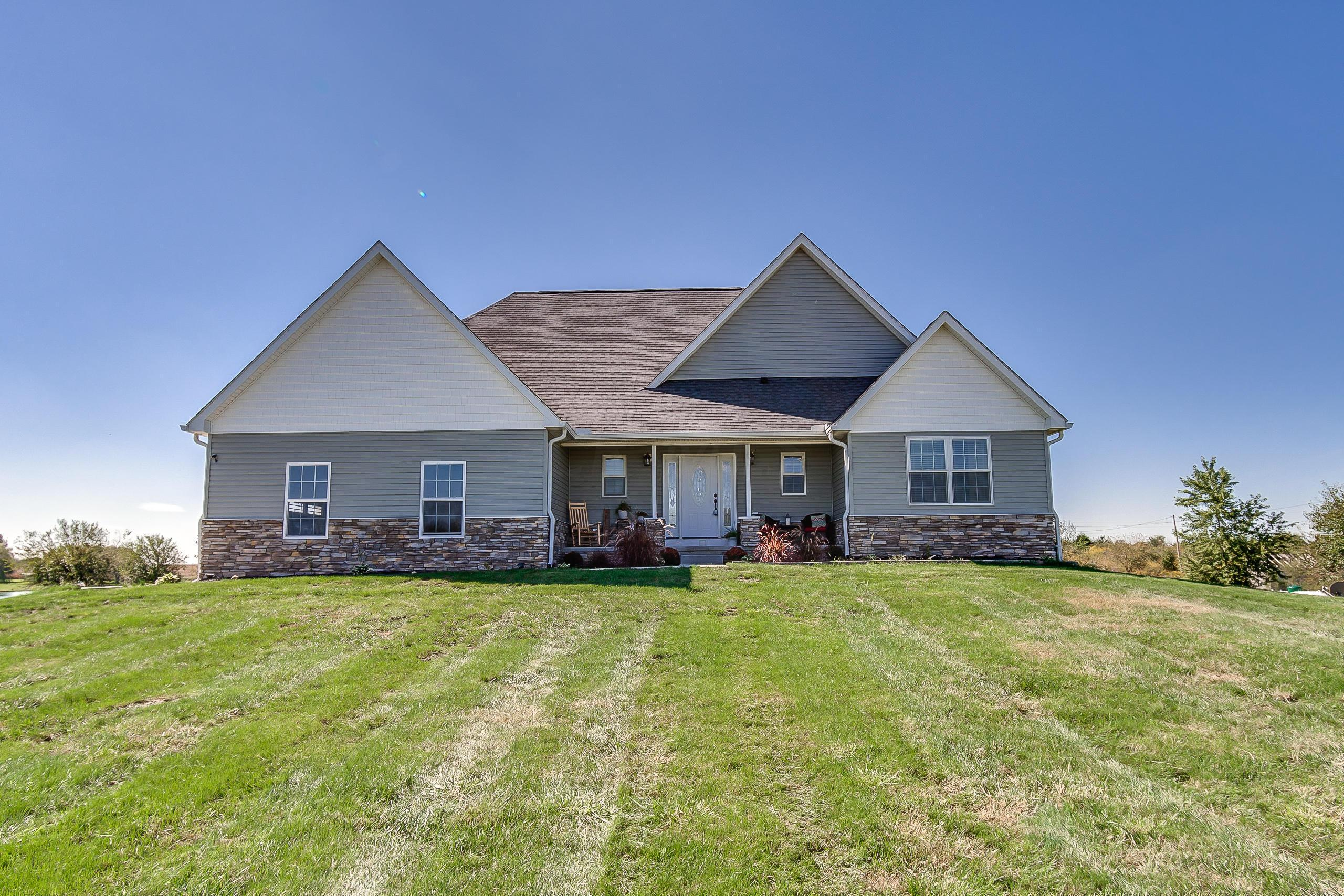 Photo of home for sale at 19817 London Road, Circleville OH