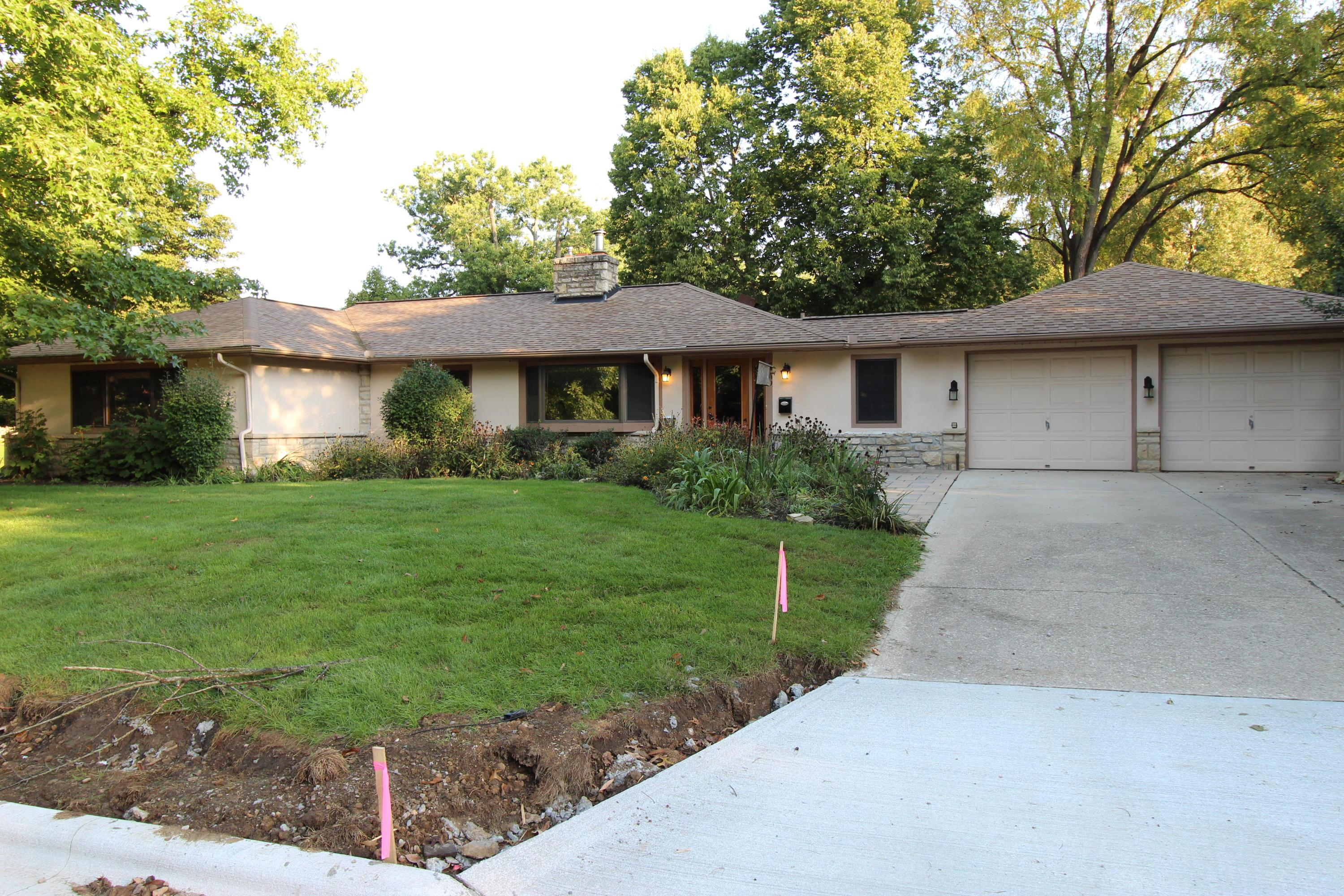 Photo of home for sale at 5800 Olentangy Boulevard, Worthington OH