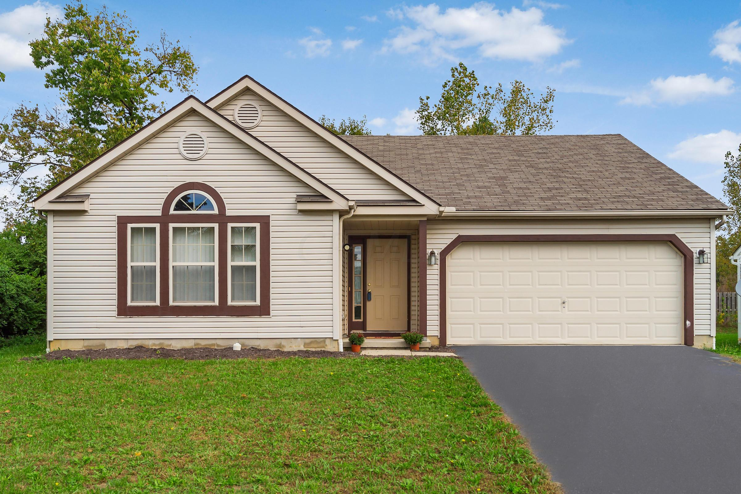 Photo of home for sale at 1456 Magoffin Avenue, Obetz OH