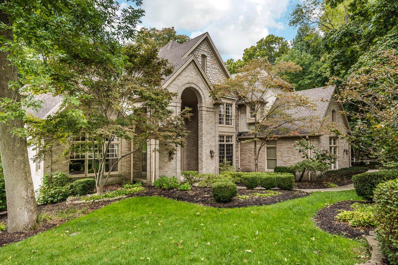 Photo of home for sale at 7731 Seminary Ridge Drive, Columbus OH