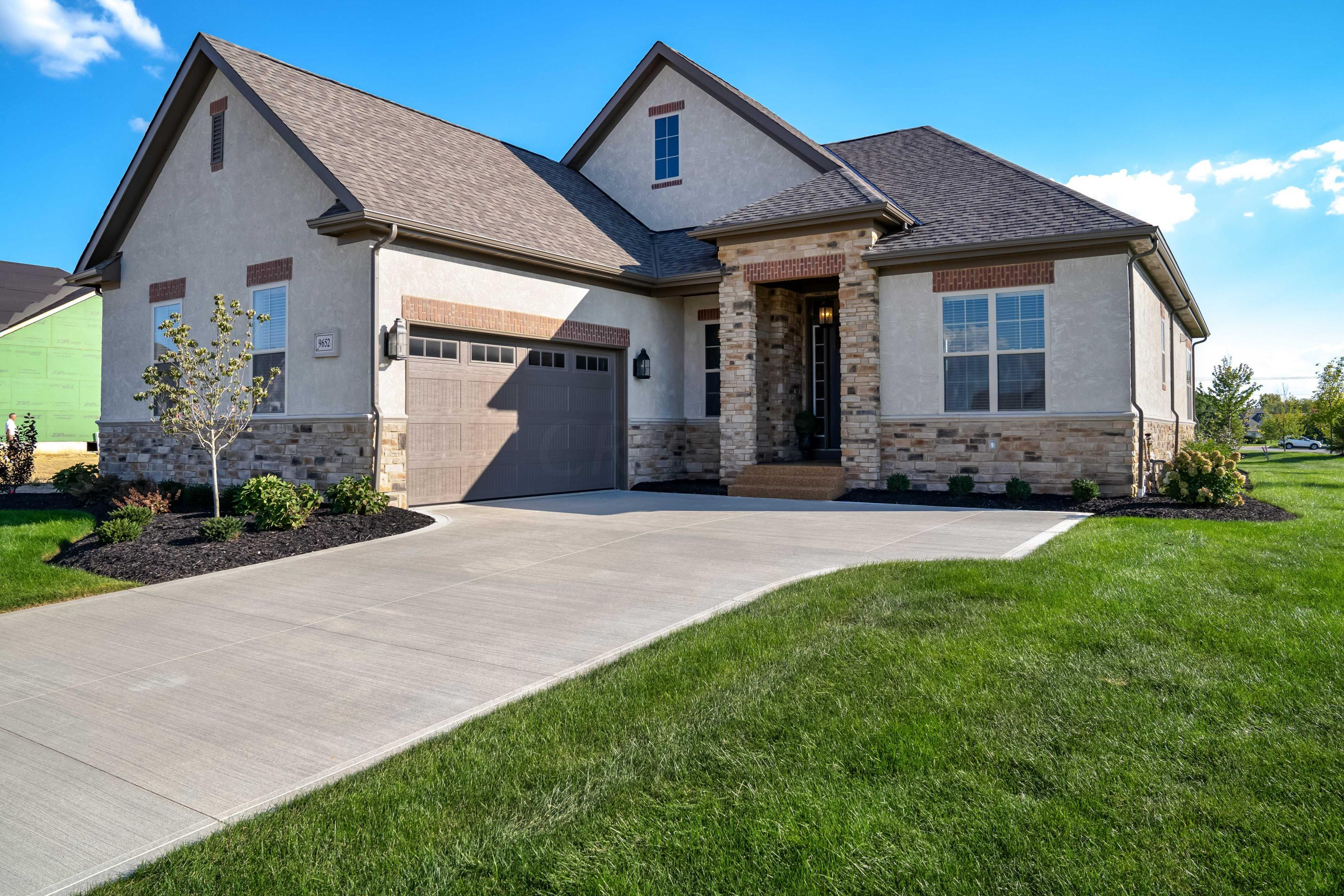 Photo of home for sale at 9652 Cordona Loop, Powell OH
