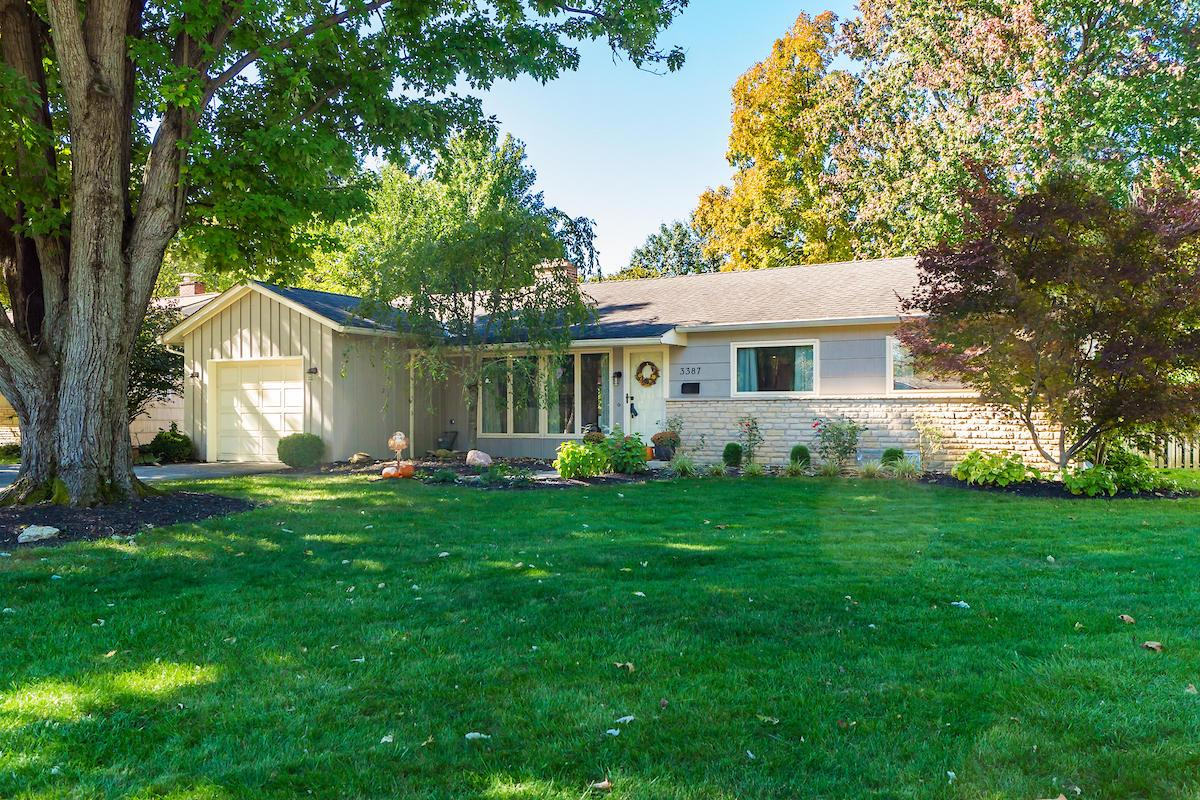 Photo of home for sale at 3387 Leighton Road, Upper Arlington OH
