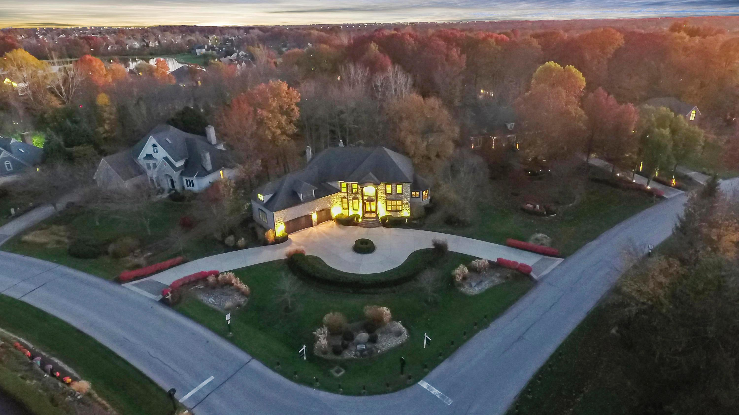 Photo of home for sale at 10510 Wellington Boulevard, Powell OH