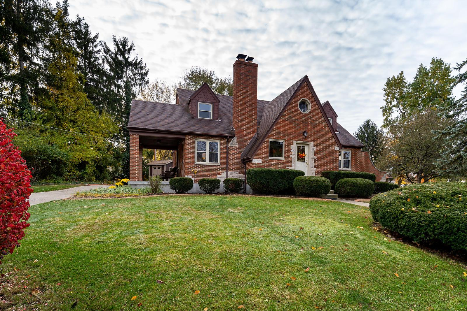 Photo of home for sale at 41 Park Drive, Xenia OH