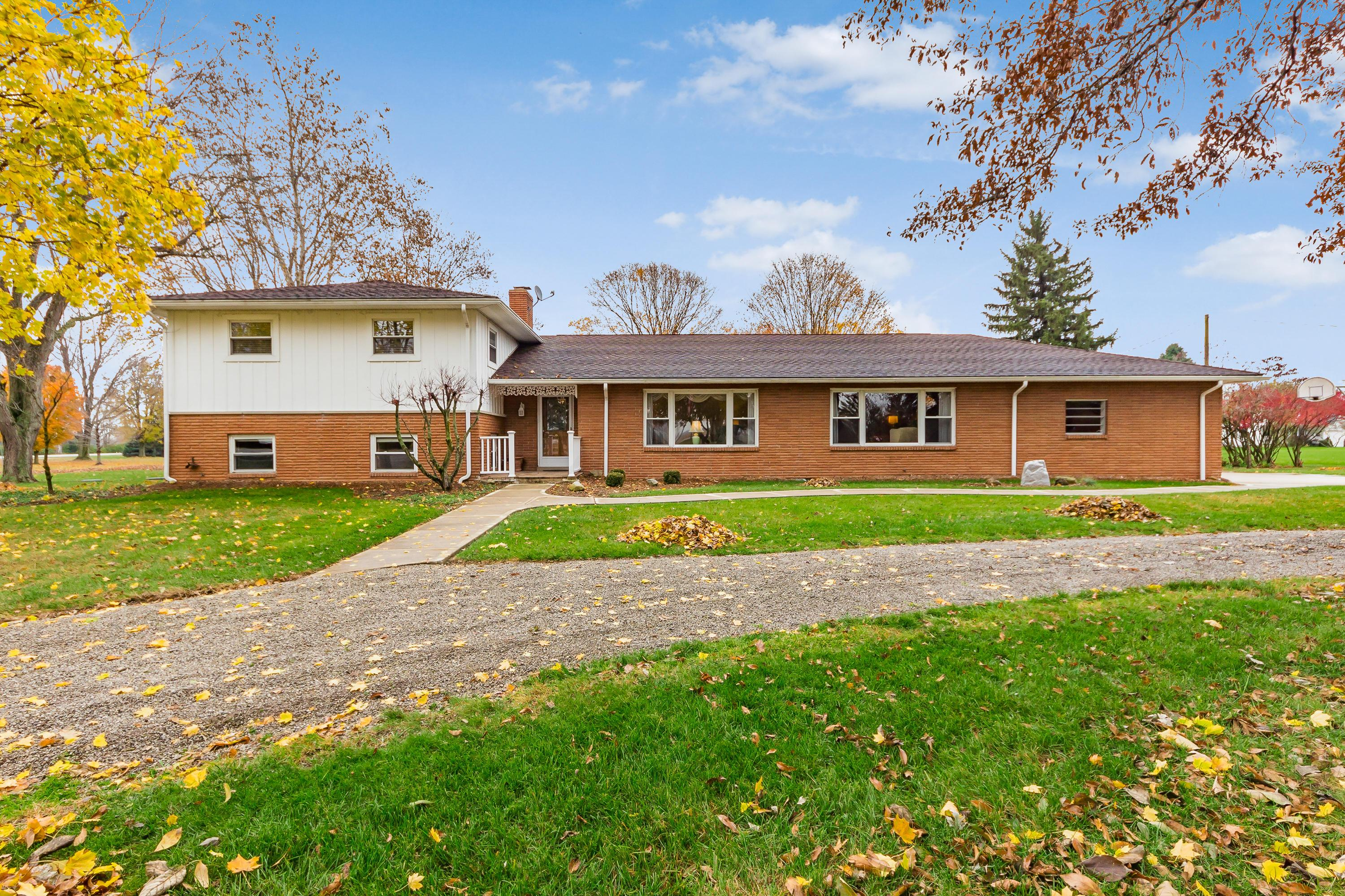 Photo of home for sale at 7611 Hayden Run Road, Hilliard OH