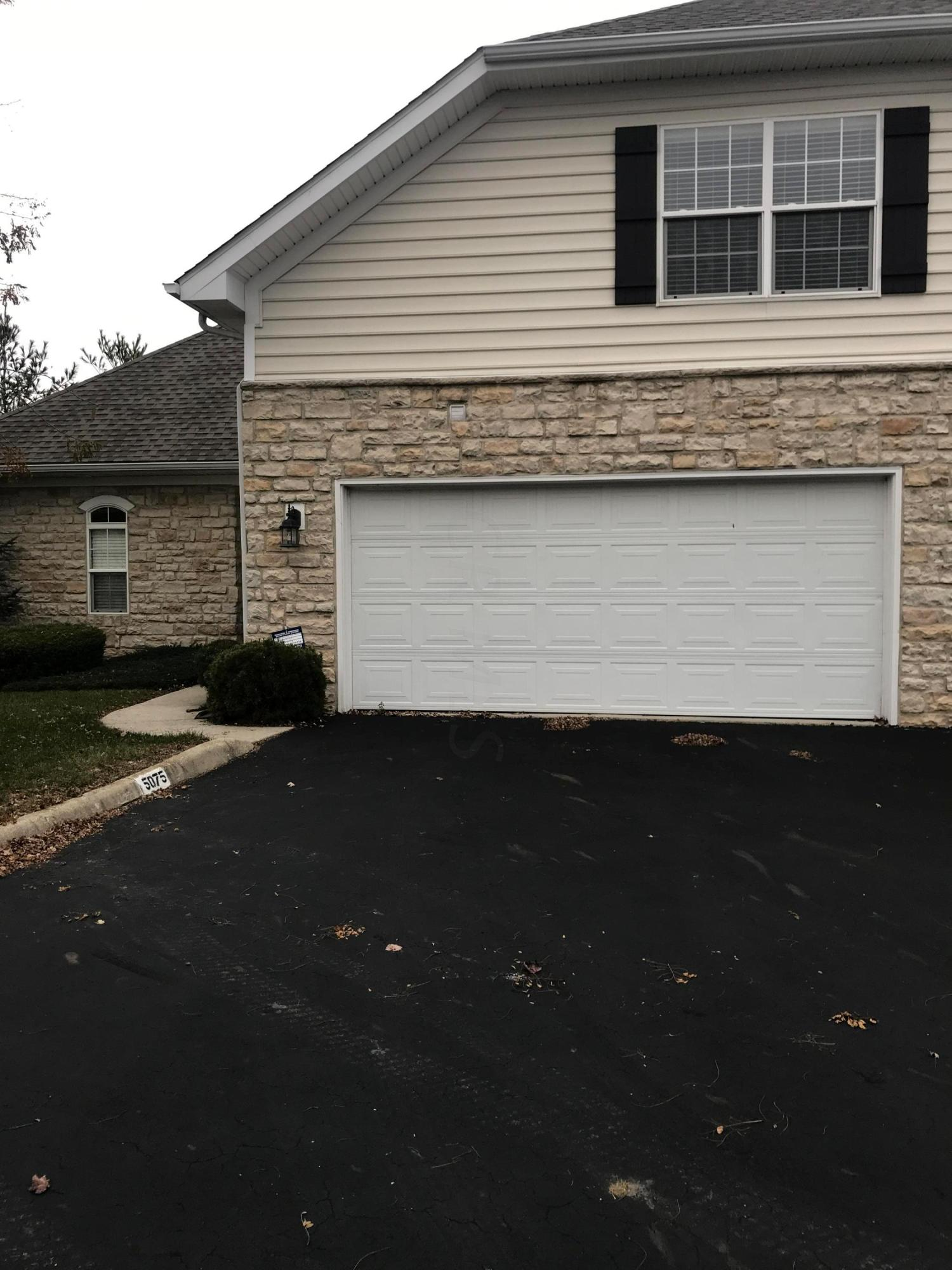 Photo of home for sale at 5075 Vinings Boulevard, Dublin OH
