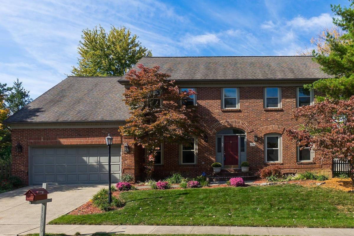 Photo of home for sale at 6467 Bellbrook Place, Worthington OH